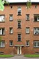 20080715 14995 DSC01942 Siedlung Schillerpark Barfußstraße 27 Fassadenabschnitt Eingang.jpg