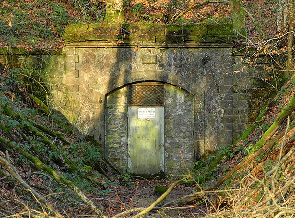 2011-12-28 15-17-31-tunnel.jpg