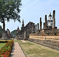 201312131200a HL ps Sukothai, Wat Mahathat.jpg