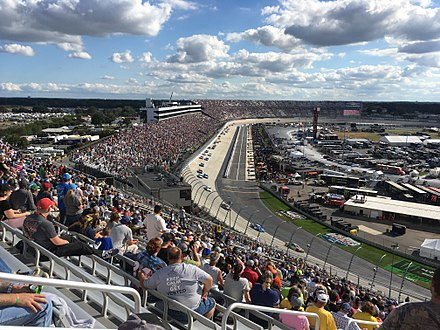 NASCAR racing at Dover International Speedway 2017 Apache Warrior 400 from turn 1.jpg