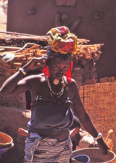 Fulbe woman at the Sangha market, Mali 1992 ASC Leiden - W.E.A. van Beek Collection - Dogon markets 44 - Fulbe woman at the Sangha market, Mali 1992.jpg