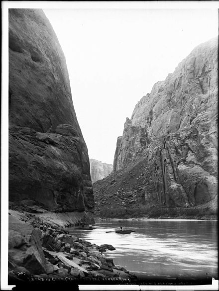 Glen canyon dam wikiwand a boater on the river in glen canyon before damming circa 1898 publicscrutiny Image collections