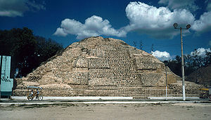 Acanceh - The pyramid, south side