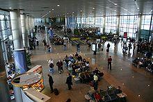220px-Aeropuerto.Barajas.Interior1.jpg