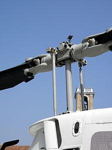 Agusta-Bell AB-206B JetRanger III, rotor head (PS-67) Polizia di Stato, Italy.JPG