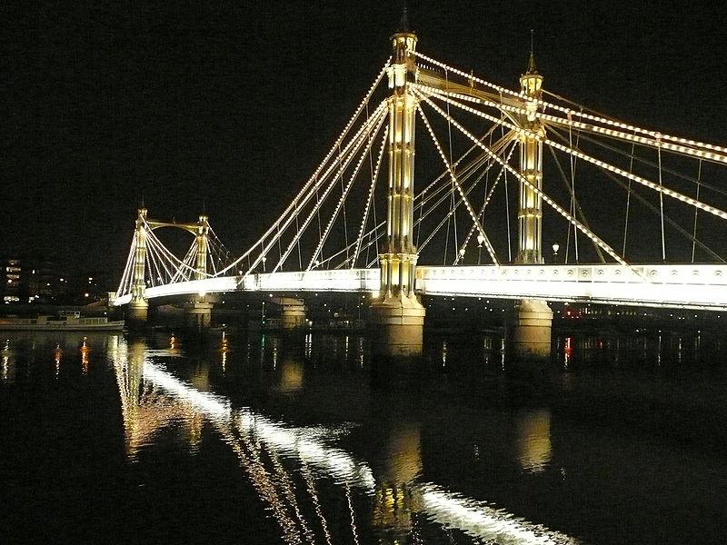 File:Albert Bridge illuminations.jpg