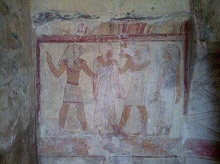 مشهد يصور المتوفي في العالم الآخر في حضور إيزيس وأوزيريس وحورس في مدخل إحدى المقابر.