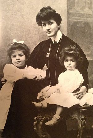 Alma Mahler - Alma Mahler with her daughters Maria (at left) and Anna (at right), cabinet card photo circa 1906
