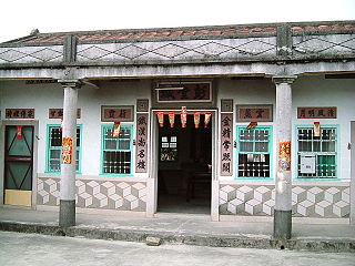 external image 320px-Ancestral_Temple_in_Pingtung_County_Taiwan.JPG