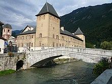 Pont-Vieux de Moûtiers traversant l'Isère