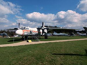 Antonov An-26 52+08 (cn 10706) pic2.JPG