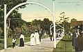 Arch Walk (13959976240).jpg