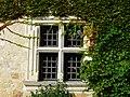 Baneuil château fenêtre à meneaux (1).JPG