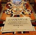 Bazilika Zvěstování v Nazaretu, Jan Pavel II, znak a pamětní nápisy papeže Jana Pavla II., 2015.jpg