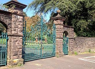 Belle Vue Park - Belle Vue Park gates, Cardiff Road, Newport