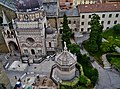 Bergamo Campanone Blick auf die Cappella Colleoni & das Battistero.jpg