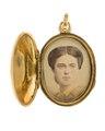 Berlock med fotografiporträtt av Wilhelmina Kempe, 1865 - Hallwylska museet - 110564.tif