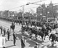 Bezoek Deense Koninklijke familie aan Amsterdam, aankomst koetsen op Dam, Bestanddeelnr 906-4211.jpg
