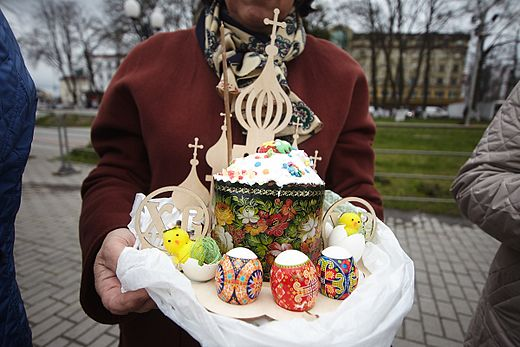 Blessing Easter Baskets in Kaliningrad 2017-04-15 10.jpg
