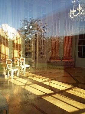 Blick durch Außentür auf Innentür in Schloß Richmond- Braunschweig.jpg