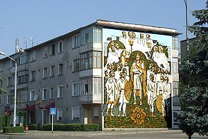 Protochronism - Dacian-themed mural on a Communist-era apartment block in Orăştie