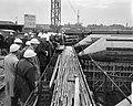 Bouw IJtunnel. Persexcursie. Eerste tunnelgedeelte gereed voor transport, Bestanddeelnr 915-6064.jpg