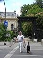 Bucuresti, Romania. Piata Lahovari. Intrarea la Casa Oamenilor de Stiinta. (Cainele Rottweiler cu bodigardul dansului).jpg