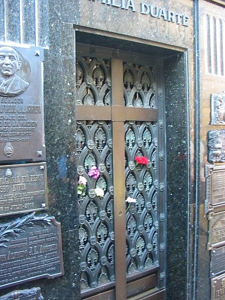 Ficheiro:Buenos Aires - Argentina - Cementerio Recoleta - Tumba Duarte.jpg