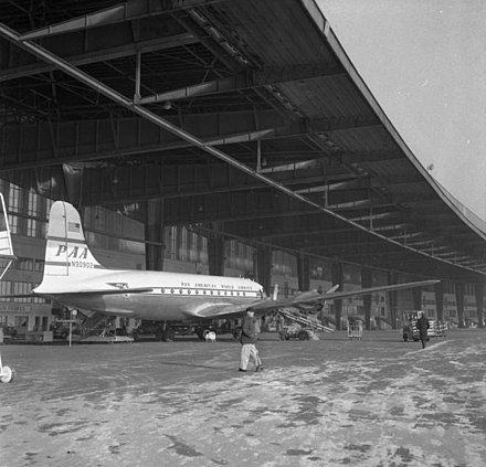 DC 4 of Pan American World Airways in January 1954 Bundesarchiv B 145 Bild-F001302-0007, Berlin, Flughafen Tempelhof.jpg