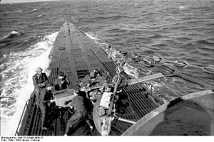 Bundesarchiv Bild 101II-MW-4006-31, U-Boot U-123 in See.jpg