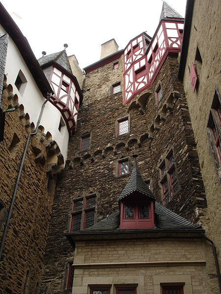 File:Burg Eltz 7.JPG