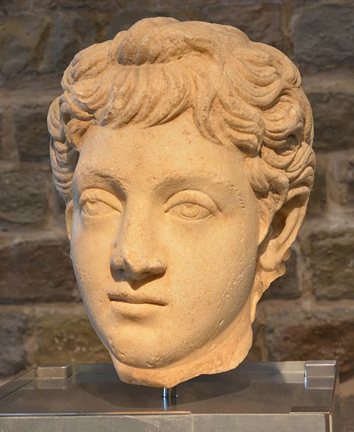 A bust of Commodus as a youth (Roman-Germanic Museum, Cologne). Bust of Commodus 180-192 AD.JPG