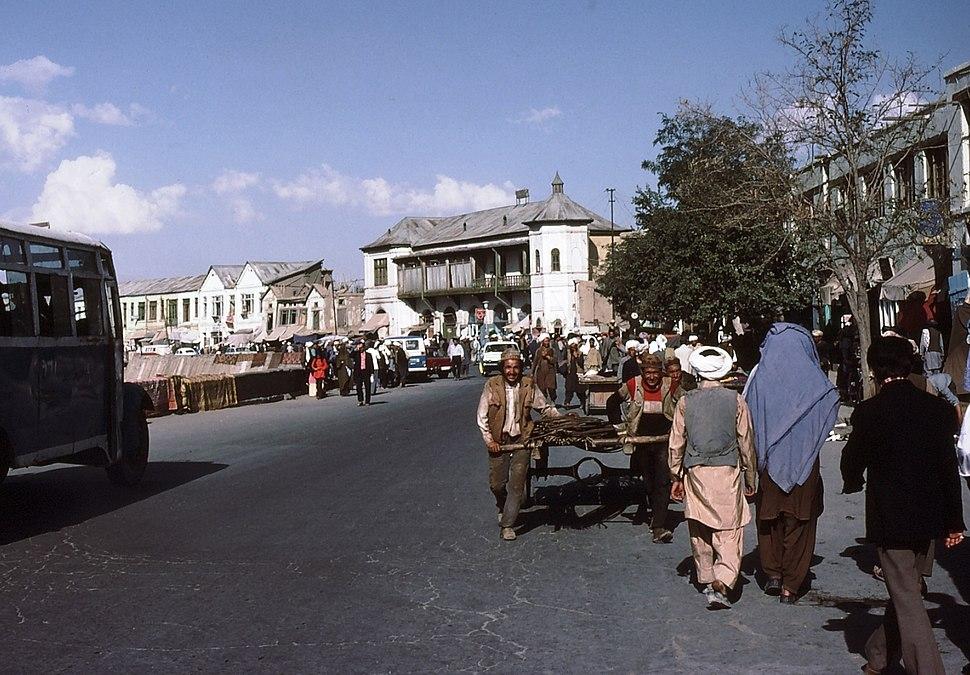 Bustling Kabul in 1977 - panoramio