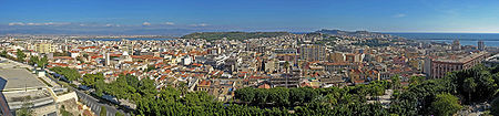 http://de.wikipedia.org/w/index.php?title=Bild:Cagliari_panorama.jpg&filetimestamp=20061017160716
