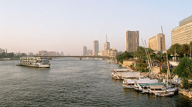 Cairo, Nile, a view from Tahrir Bridge towards North, Egypt, Oct 2004.jpg