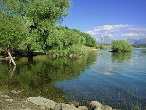 Lake Campotosto - Image: Campotosto 002