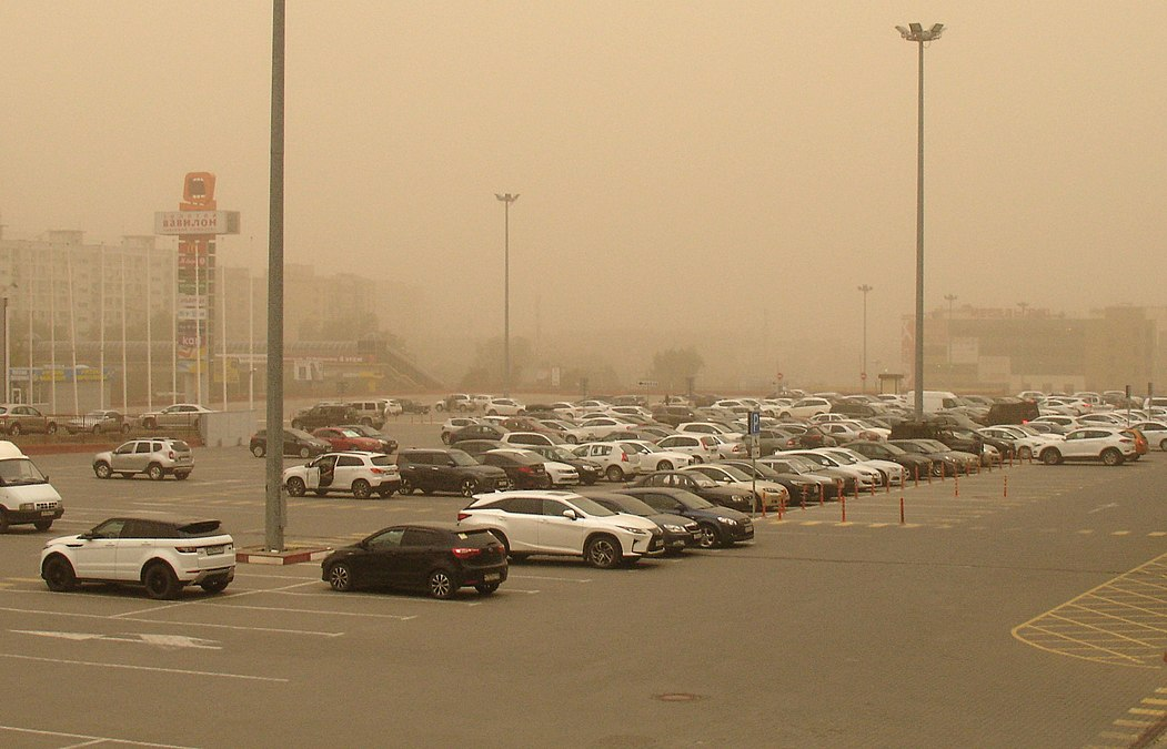 Car parking at dust storm (Malinovskogo, Rostov).jpg