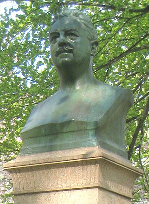 Central Park NYC - Victor Herbert statue by Edmund Thomas Quinn - IMG 5718 crop.JPG