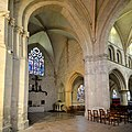 Choeur et transept nord de l'église Saint-Sauveur de Beaumont-en-Auge.jpg
