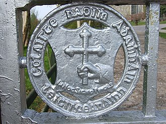 Saint Eunan's College - Close-up view of the College's front gates with Coláiste Naomh Adhamhnáin, Leitirceanainn, and the motto In hoc signo vinces carved into the crest design