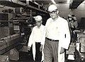 Copy of אויגן פרופר עם שר האוצר שמחה ארליך ביקור במפעל.jpg