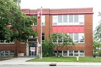 Corpus Christi School (Ottawa) - Image: Corpus Christi School Ottawa entrance