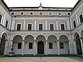 Cortile di Palazzo Ducale di Urbino, realizzato da Luciano Laurana, 1466-72,4.JPG