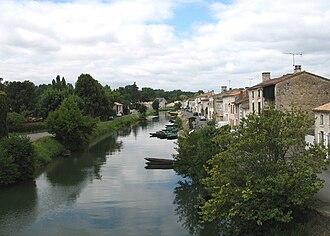 Marais Poitevin - Quay at the small town of Coulon.