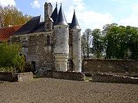 Coussay castle FR-85 01.JPG