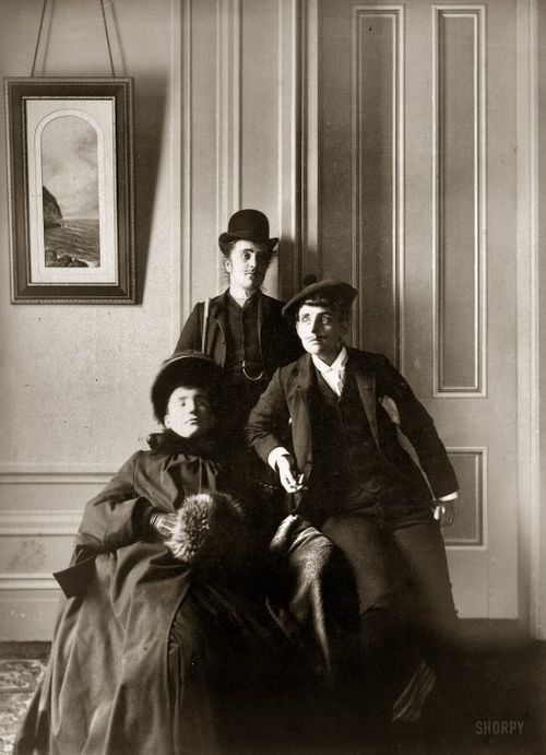 Crossdressing circa 1890 Frances Benjamin Johnston (right).jpg