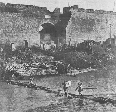 Japanese soldiers crossing the moat close to Zhonghua Gate Crossing river by Gate of China01.jpg