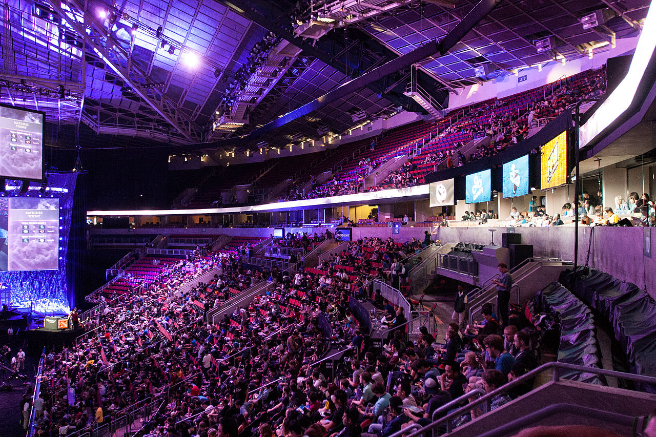 Gaming captures the attention of the world – the crowd at TI4. | © Jakob Wells/Wikimedia