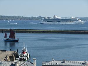 Départ du paquebot Jewel of the seas avec Notre Dame de Rumengol - Port de commerce de Brest- 13 mai 2012