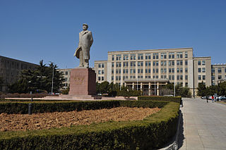 Dalian University of Technology - South Gate.jpg